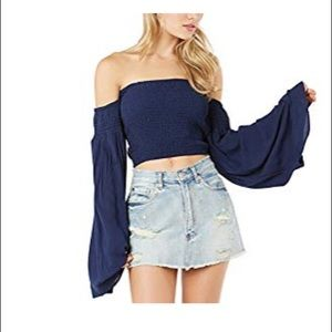 🌹New Without Tags 🌹 cute shoulder off blouse